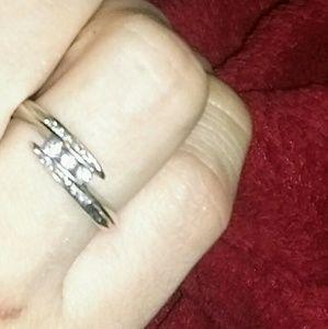 Jewelry - Women's 10k white gold diamond ring